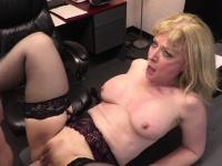 Young employee romping Nina Hartleys aged cunt cruel | Porn-Update.com