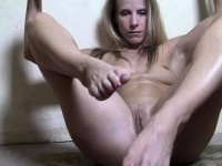 Female Muscle Cougar Has a Creamy cunt | Porn-Update.com