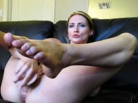 Insatiable milf toys her excited pussy in solo | Porn-Update.com