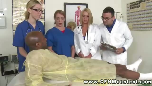 Porno Video of Dude With Injured Knee Gets Check Up By Female Doctors