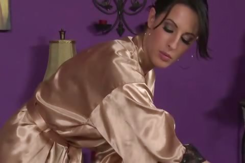 Porno Video of Hot Masseuse Giving Steamy Rub To Her Sexy Client