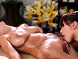 Dyke masseuse pussylicks les before tribbing