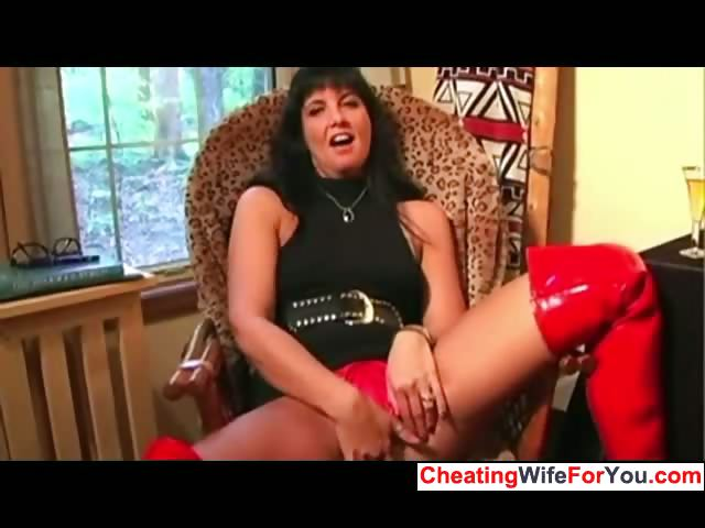Porn Tube of Mature Teacher Gives Instructions
