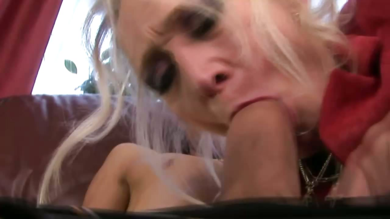 Porno Video of Mature Granny Sucking Dick Before Getting Oral