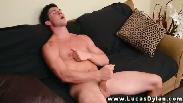 Porno Video of Big Muscled Hunk Play With His Nipple
