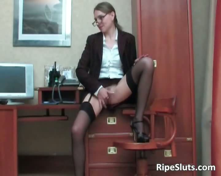 Porno Video of Slutty Mature Secretary Gets Hot Pussy