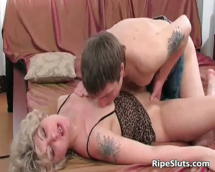 Porn Tube of Horny Mature Slut Gets Wet Pussy