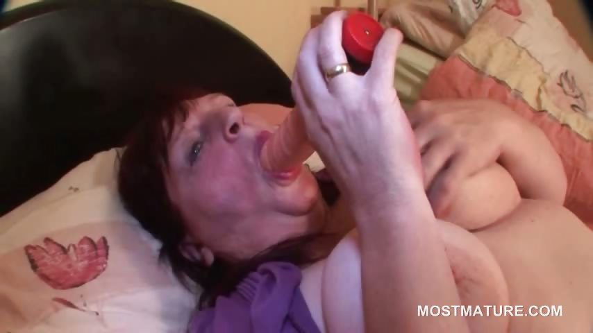 Porn Tube of Bbw Sexy Mature Tramp Fingering Her Twat In Bed