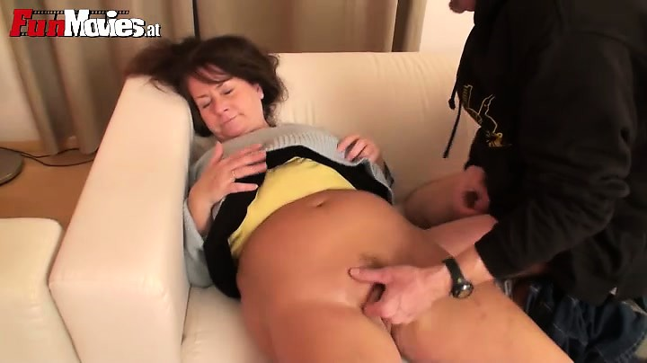 Porno Video of Fingered Granny