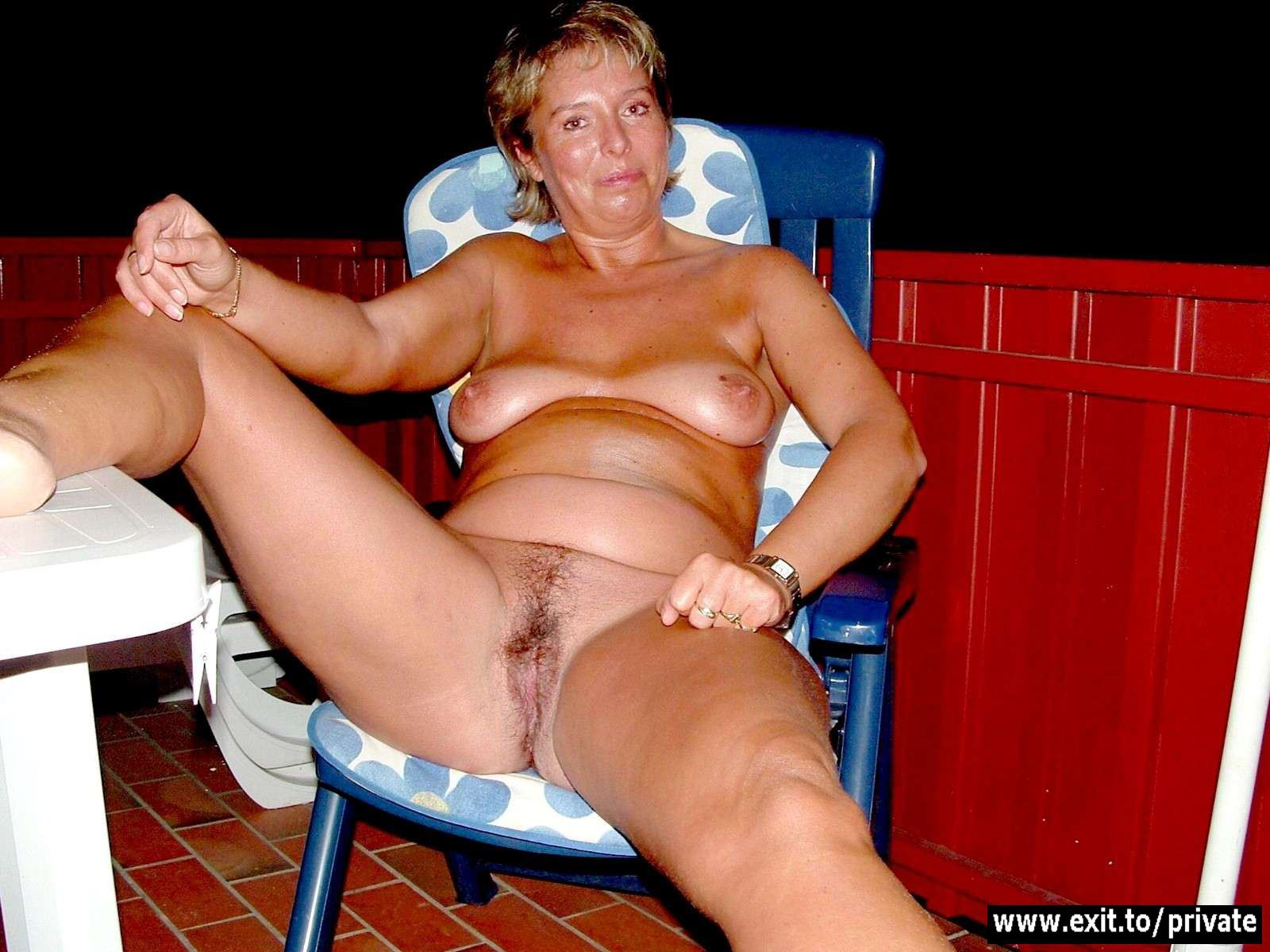 amateur holiday porn with mature wives - free porn pics - photo 12