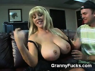 i'm a sucker for experienced older women with big tits and