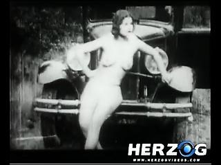 जुन्या चित्रपट नग्न सुंदर preyed upon मध्ये द वूड्स