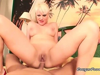 superb blonde latina slut with great body gets her wet twat