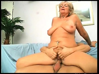 busty blonde ripe slut with big butt gives amazing blowjob
