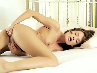 seductive sophie lynx gives herself a full body massage and