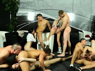 bisex ho gets pussy eaten while sucking cock