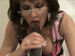 mature lady gets cumshot from black cock