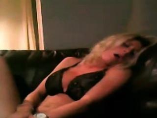 irish blonde amateur milf rubbing her clit