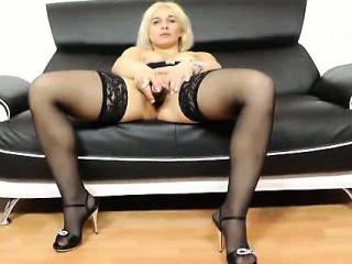 sweet dame blondie sandy showing some hardcore muff pleasing