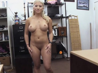 pornstar did some lap dance and got some money