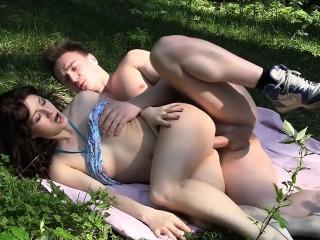 brunette skrudd og jizzed i offentlig sex porno video