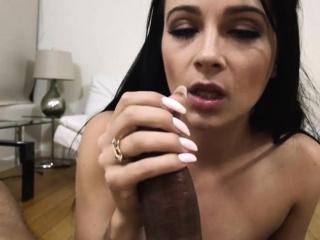 jong enticing sexy kuiken dallas zwart neemt een heet stomen