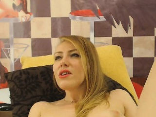 hot blonde masturbates her wet pussy until she squirts