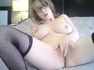natural tits camgirl masturbate with dildo
