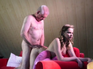 szép tini baszik régi fickó kemény val vel szopás