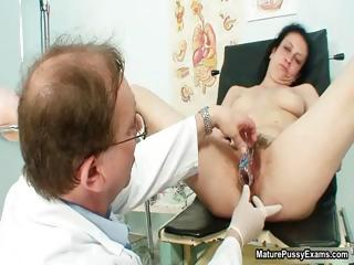 hairy mature lady gets her tight