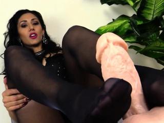 tanya પ્રેમ કરે છે લાગણી નાયલોનની ચાલુ તેણીના પગ