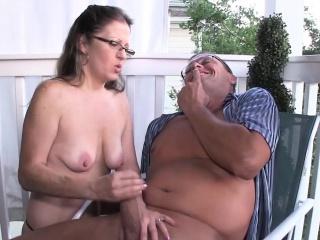 spex हौशी मादी देणे हाताचे काम चालू द porch