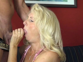die मादी lehrerin gibt outdoor blowjob