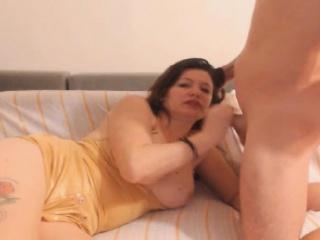 गरम मादी मिळते सह चालू तिच्या तोंड नंतर गुदा लिंग