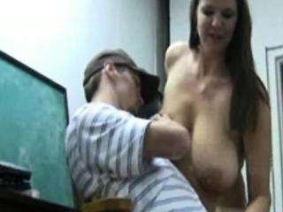 मोठा नैसर्गिक स्तन मादी द्या हाताचे काम