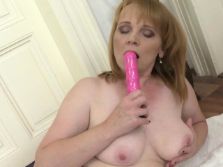 amateur mature lady loves her pink toy