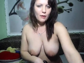 solo milf masturbates her juicy pussy