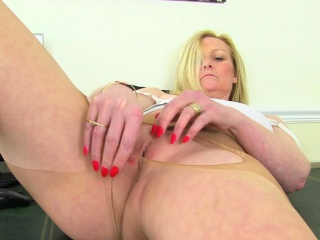 english milf fiona rubs her pantyhosed cunny