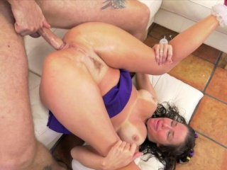 milf pornstar buttfucked by younger cock