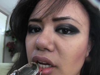 annie cruz licks her squirtjuice