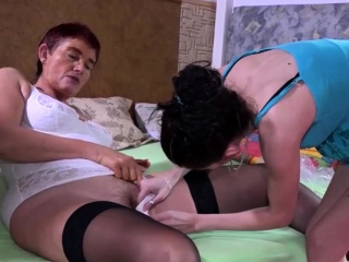 granny wants to fuck with a girl