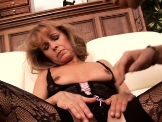 10 pounder loving mom gets her asshole rammed and creampied