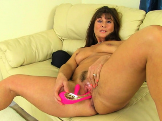 british lily milf lowers her leggings and finger fucks