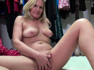 american mature lady mary playing with herself