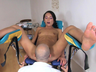 gal nataly gold visits her doc