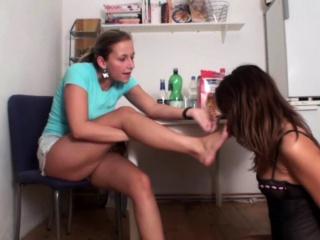 lesbian girls smell their feet
