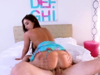 exotic beauty davina gives blowjob and gets pussy fucked