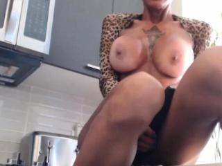 pretty good big tits milf squirts