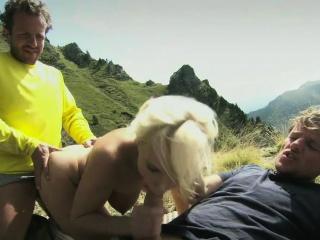 blond diana dostaje zaskoczony z duży kurki