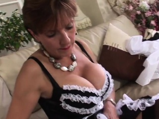 cheating uk mature lady sonia shows off her enormous globes8